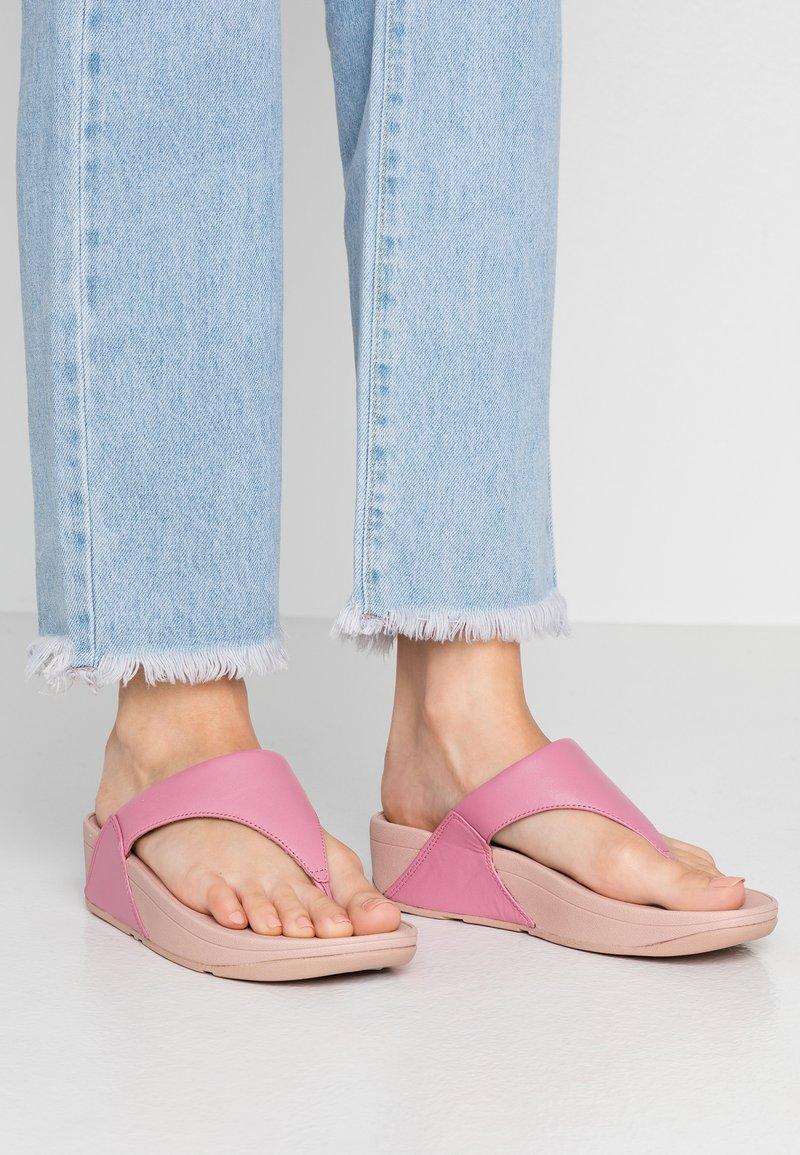 FitFlop - LULU TOEPOST - Sandalias de dedo - shrimp pink