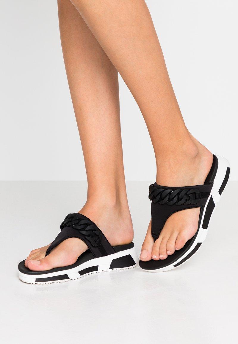 FitFlop - HEDA CHAIN TOE-THONGS - Sandalias de dedo - black