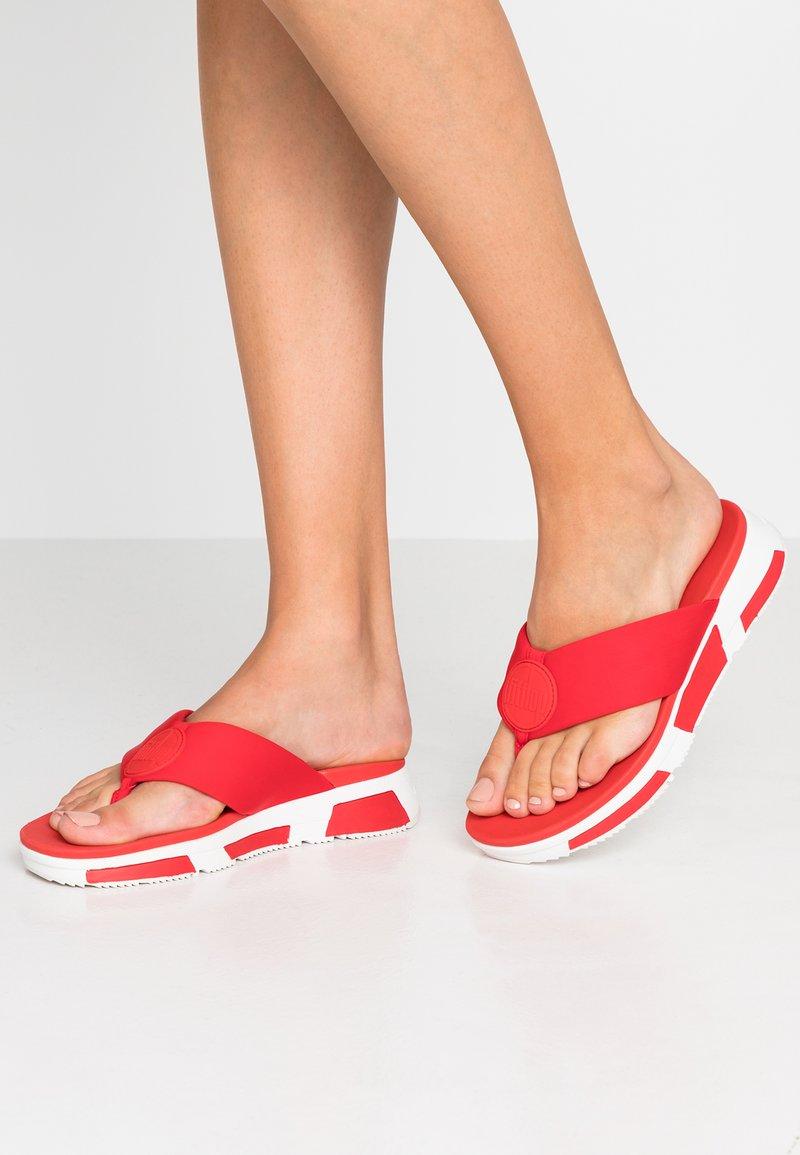 FitFlop - SPORTY LOGO TOE THONGS - Sandalias de dedo - red
