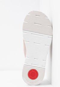 FitFlop - SPORTY LOGO TOE THONGS - Sandalias de dedo - mink - 6