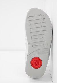 FitFlop - TWISS - T-bar sandals - silver - 6