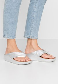 FitFlop - TWISS - T-bar sandals - silver - 0