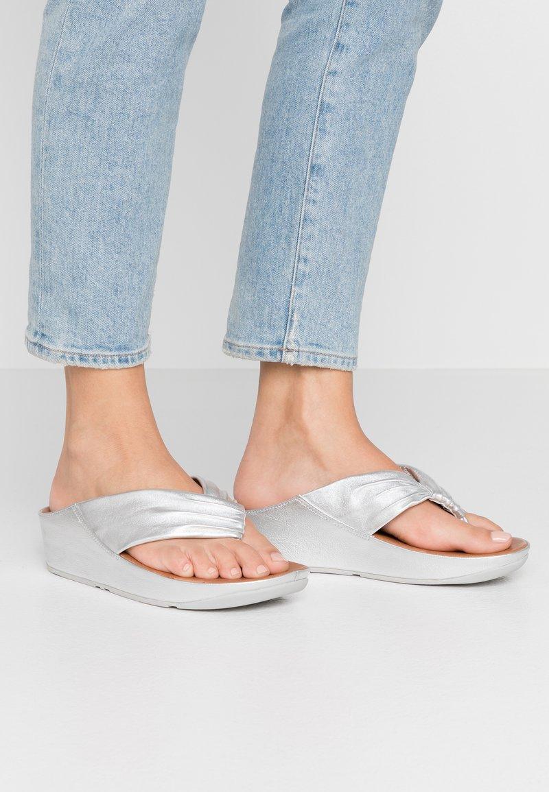 FitFlop - TWISS - T-bar sandals - silver