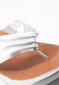 FitFlop - TWISS - T-bar sandals - silver - 2