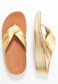 FitFlop - TWISS - Sandály s odděleným palcem - artisan gold - 3