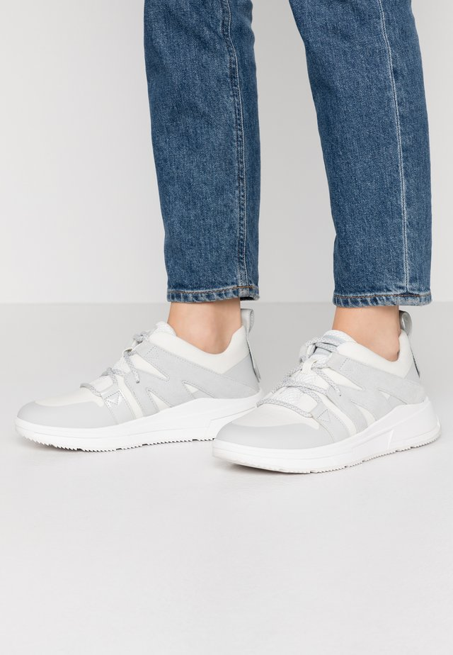 CARITA - Trainers - urban white
