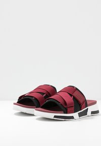 FitFlop - ALYSSA - Mules - black/ruby wine/vivacious - 4