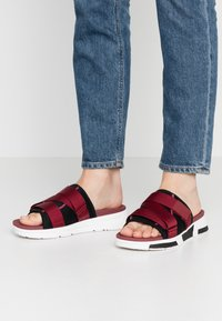FitFlop - ALYSSA - Mules - black/ruby wine/vivacious - 0