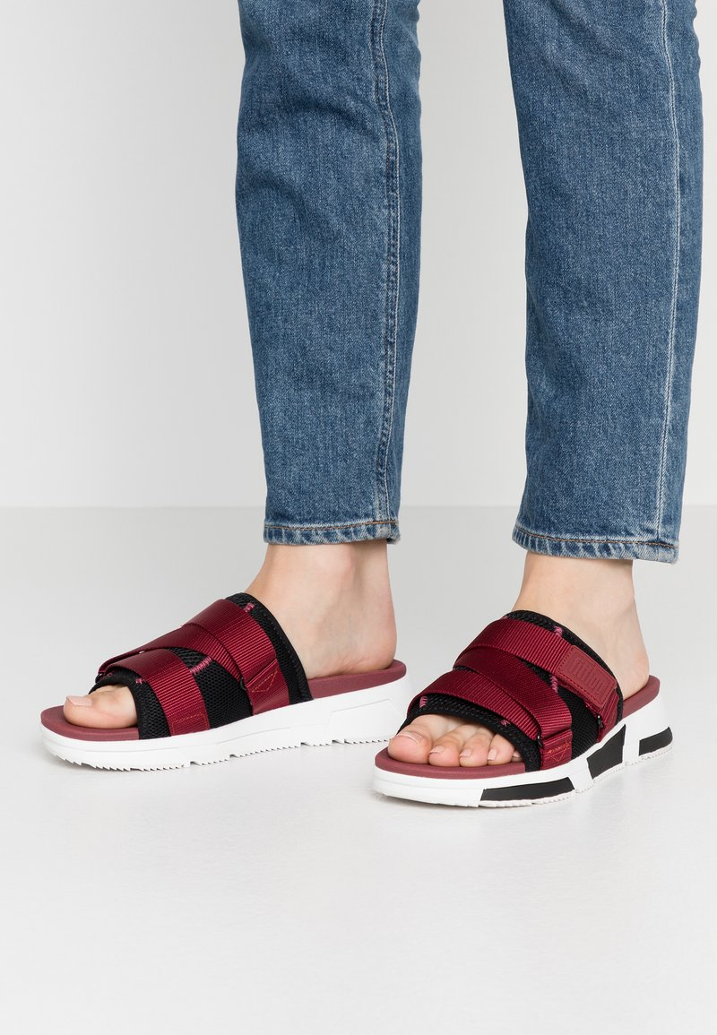 FitFlop - ALYSSA - Mules - black/ruby wine/vivacious