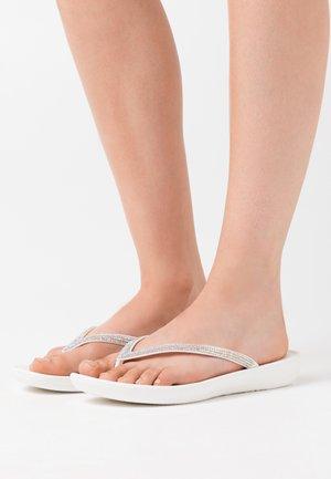 IQUSHION SPARKLE - Sandály s odděleným palcem - urban white