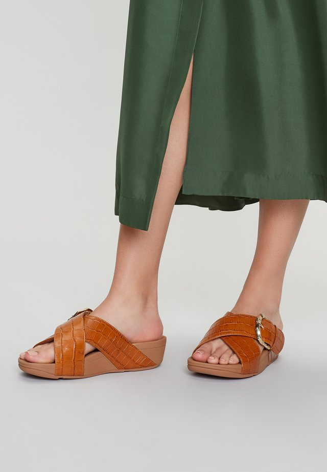 Platform sandals - light tan