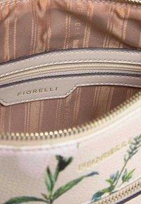 Fiorelli - FINLEY  - Rugzak - off-white - 3