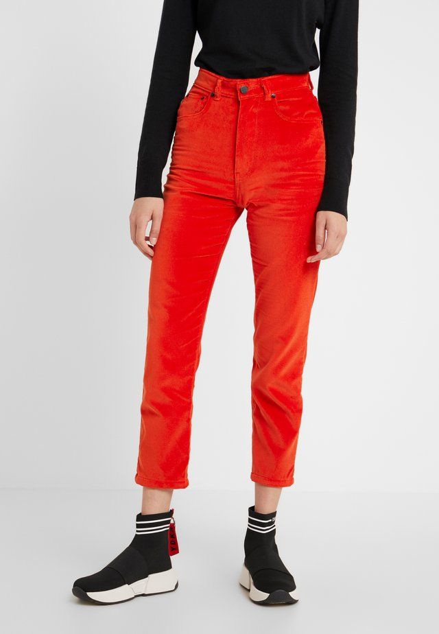TARA JEAN  - Trousers - tangerine
