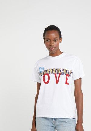 LOVE TEE - Triko spotiskem - white