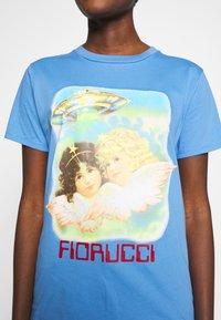 Fiorucci - ANGELS UFO - Triko spotiskem - pale blue - 5