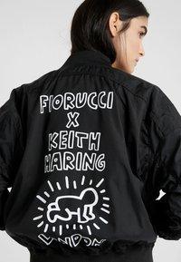 Fiorucci - KEITH HARING LOU - Bomber bunda - black - 5