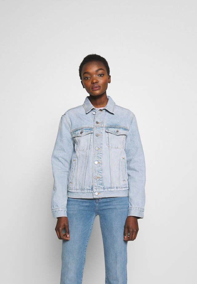 NICO OVERSIZED TRUCKER JACKET - Jeansjakke - blue denim