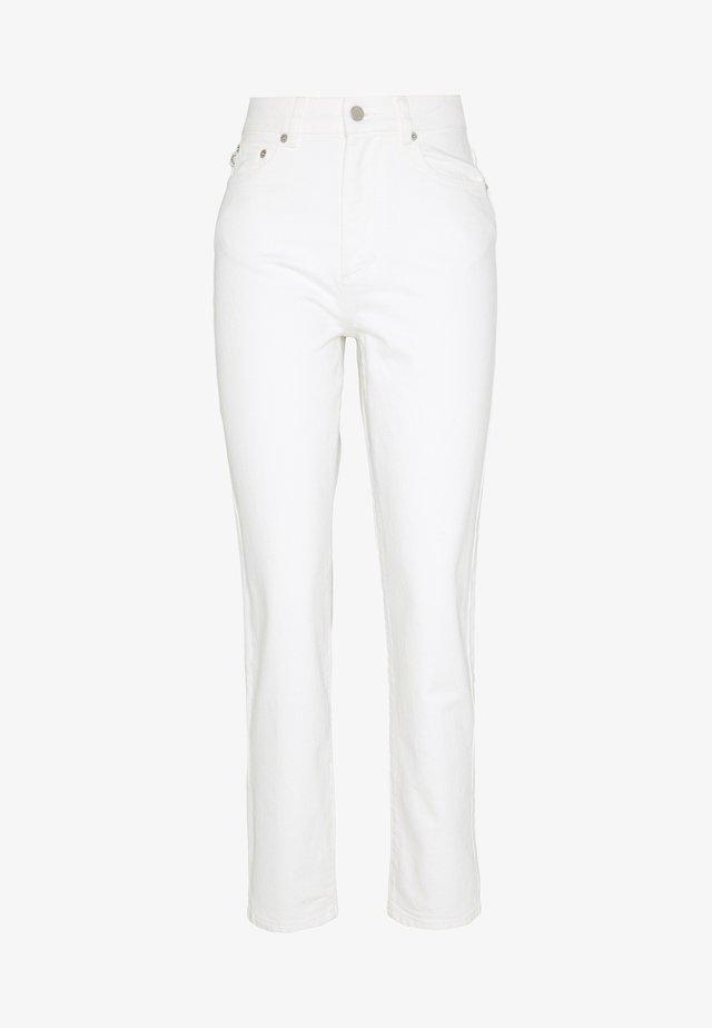 TARA ANGELS PATCH - Straight leg jeans - white