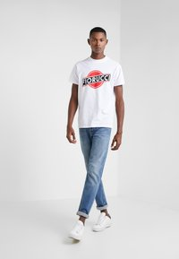 Fiorucci - MARTINI LOGO TEE  - T-shirt imprimé - white - 1