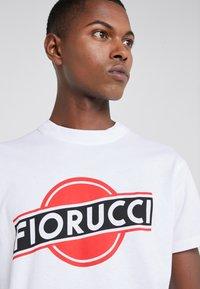 Fiorucci - MARTINI LOGO TEE  - T-shirt imprimé - white - 4