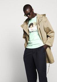 Fiorucci - VINTAGE ANGELS TEE - T-Shirt print - mint green - 5