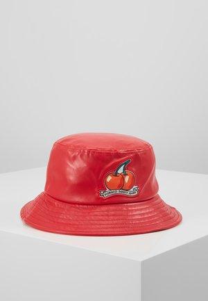 CHERRY BUCKET HAT - Klobouk - red
