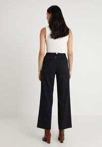Finery London - HOLTBY  WIDE LEG TROUSERS - Tygbyxor - navy - 2