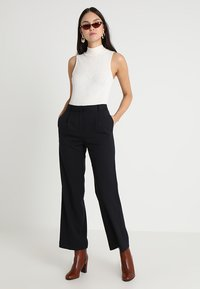 Finery London - HOLTBY  WIDE LEG TROUSERS - Tygbyxor - navy - 1