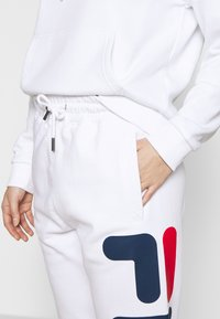Fila Petite - PUREPANTS PETITE - Tracksuit bottoms - bright white - 4