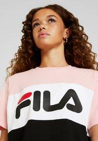 Fila Petite - ALLISON TEE - Print T-shirt - black/pink/bright white - 4