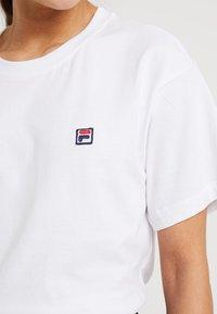 Fila Petite - CROPPED TEE  - Jednoduché triko - bright white - 5