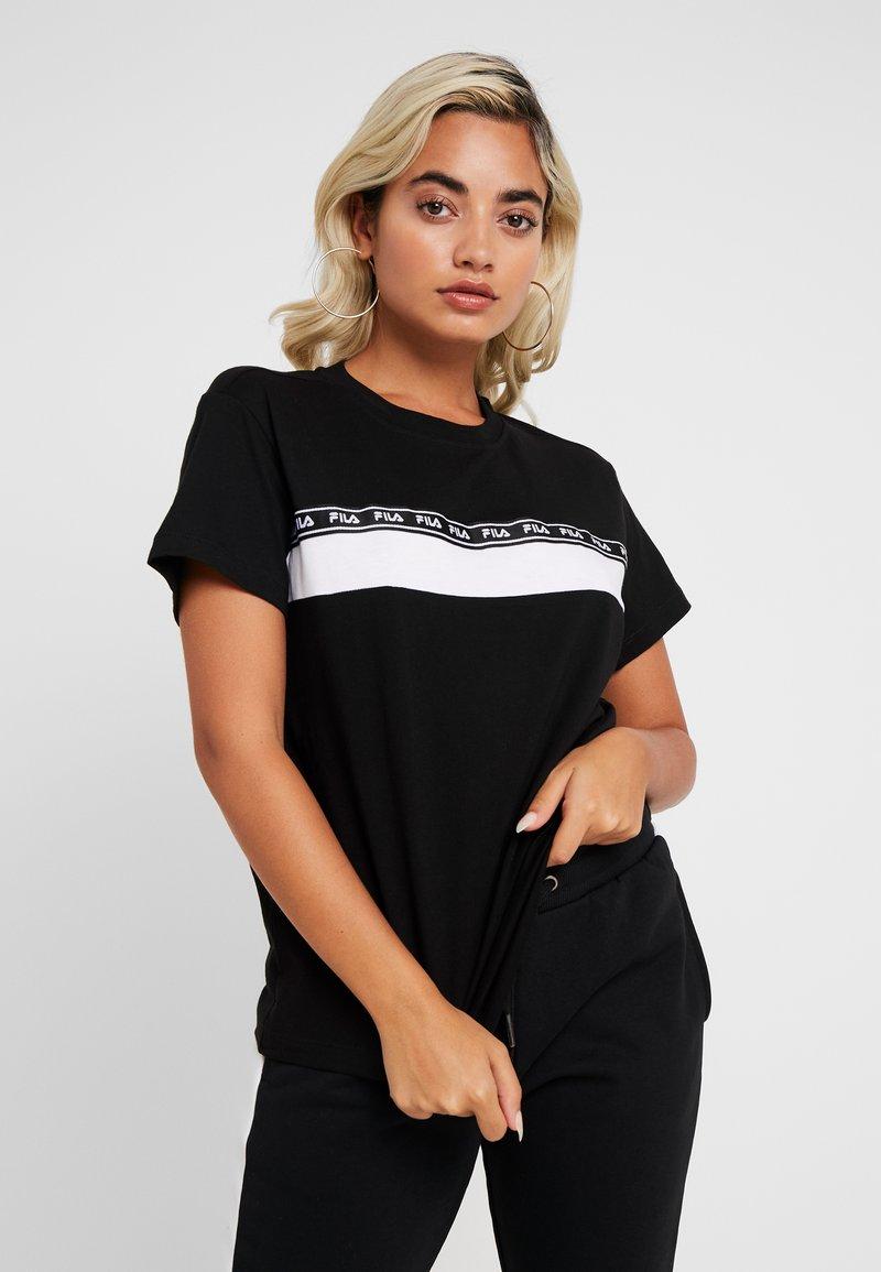 Fila Petite - SHINAKO TEE - T-shirt med print - black/bright white