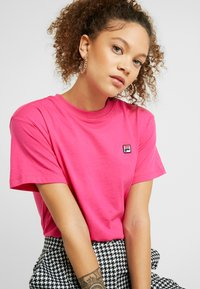 Fila Petite - NOVA TEE - Basic T-shirt - pink yarrow - 3