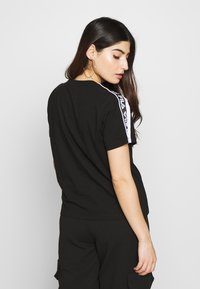 Fila Petite - TANDYTEE - Camiseta estampada - black/bright white - 2