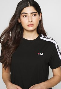 Fila Petite - TANDYTEE - Camiseta estampada - black/bright white - 3
