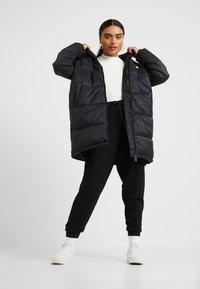 Fila Petite - BRONWED PUFF HOOD JACKET - Abrigo de invierno - black - 1
