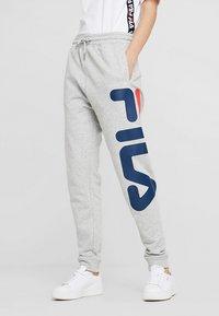 Fila Tall - PURE BASIC PANTS - Spodnie treningowe - light grey melange - 0