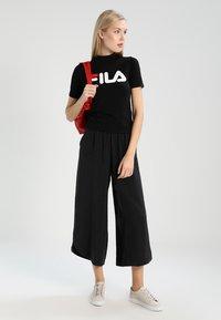 Fila Tall - EVERY TURTLE  - Camiseta estampada - black - 1