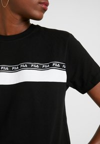 Fila Tall - SHINAKO TEE - Camiseta estampada - black/bright white - 5