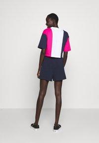 Fila Tall - CROPPED TEE - Print T-shirt - pink yarrow/black iris/bright white - 2