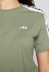 Fila Tall - TANDY TEE - Camiseta estampada - sea spray/bright white - 5