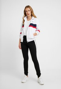 Fila Tall - KAYA WIND JACKET - Sportovní bunda - bright white/black iris/true red - 1
