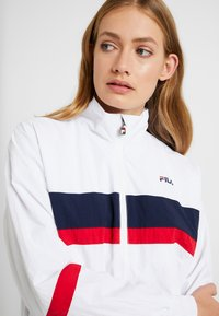 Fila Tall - KAYA WIND JACKET - Sportovní bunda - bright white/black iris/true red - 3