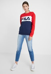 Fila Tall - LEAH CREW - Sweatshirt - black iris/true red/bright white - 1