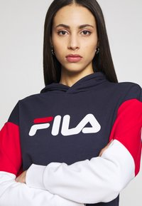 Fila Tall - BARRET CROPPED HOODY - Jersey con capucha - dark blue - 4