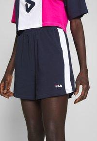 Fila Tall - BADU - Shorts - black iris/bright white - 4
