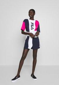 Fila Tall - BADU - Shorts - black iris/bright white - 1