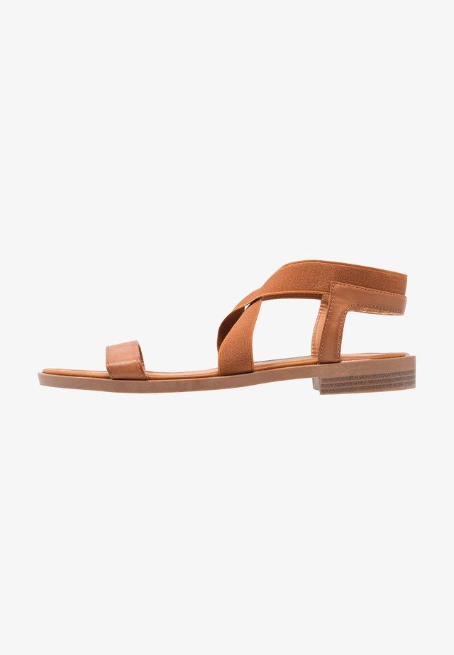 JIL - Sandaalit nilkkaremmillä - brown