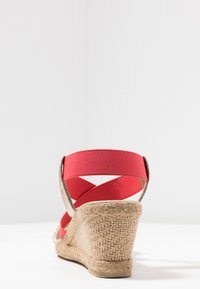 Fitters - LEONIE - Wedge sandals - coral - 3