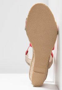 Fitters - LEONIE - Wedge sandals - coral - 4